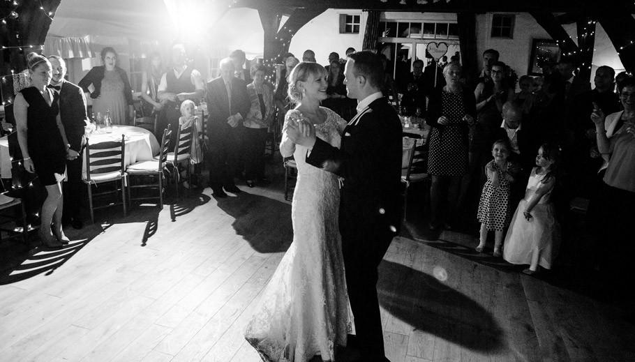 Hochzeit,-Hochzeitsfotografie,-Brautkleid,-DreiMädelHaus,-Kirchseelte,-Smoking,-007,-Shabby,-DIY,-Sabine-Lange-34