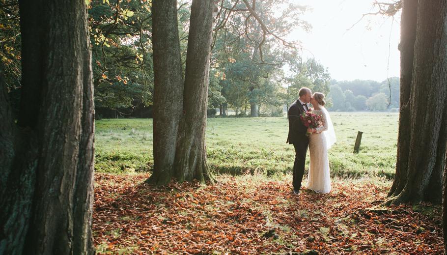 Hochzeit,-wedding,-Hochzeitsfotografie,-Braut,-Bräutigam,-Kunsthalle-Bremen,-Bürgerpark,-Herbsthochzeit,-Bräutigam-mit-Fliege,-Lilly-Brautmode,-Sabine-Lange,-Fotografie-