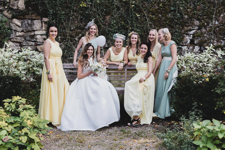 Braut mit Brautjungfern - Schloss Ernegg