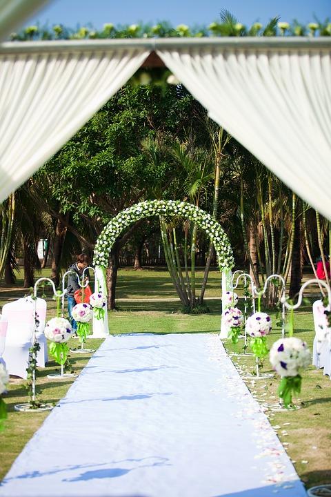 Heiraten im Freien - weißer Teppich