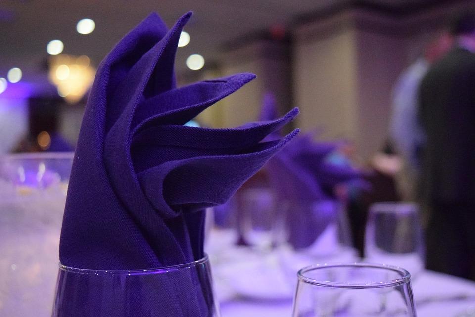 Hochzeitstafel in Ultra Violet