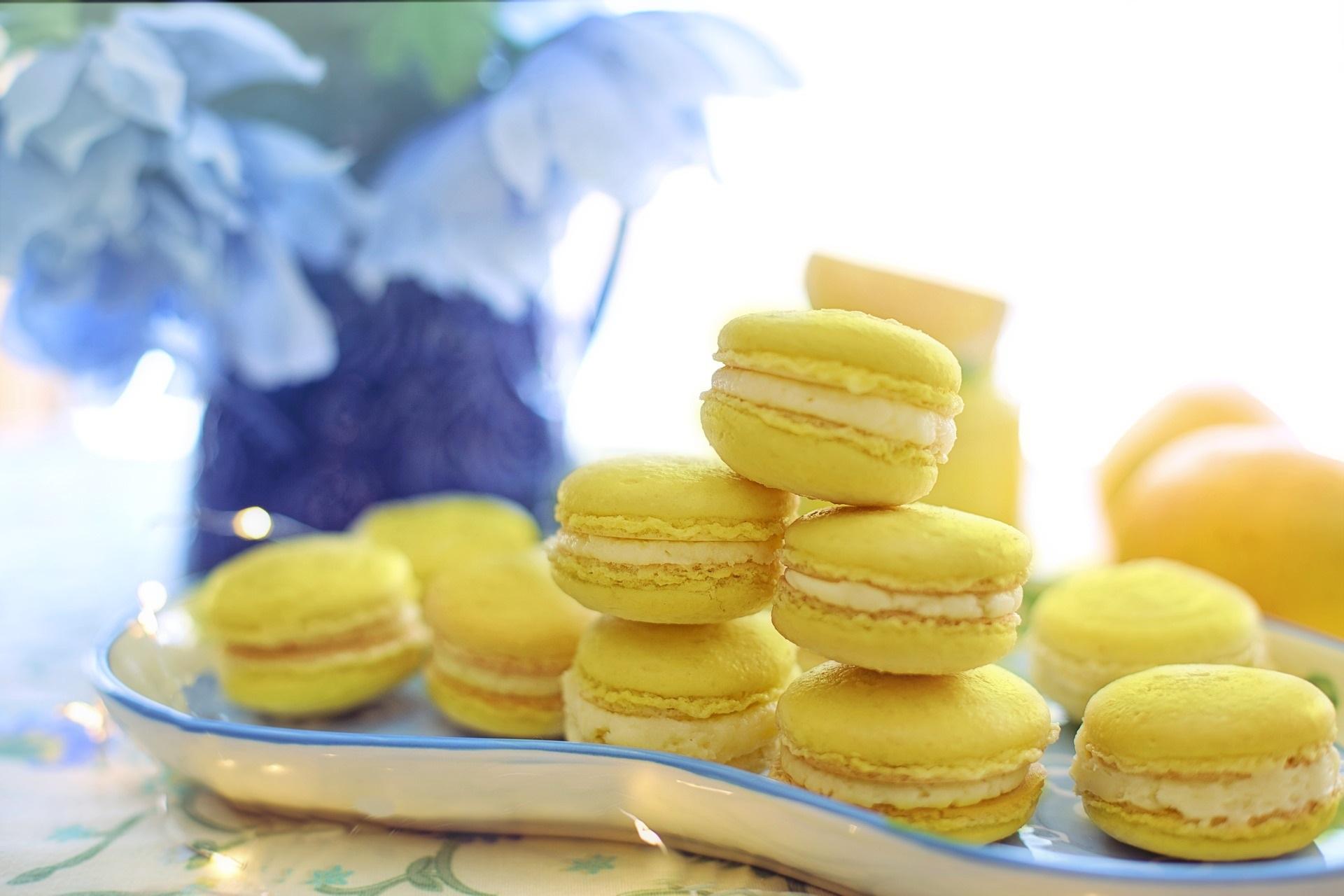 Gelbe Macarons mit Zitronencreme