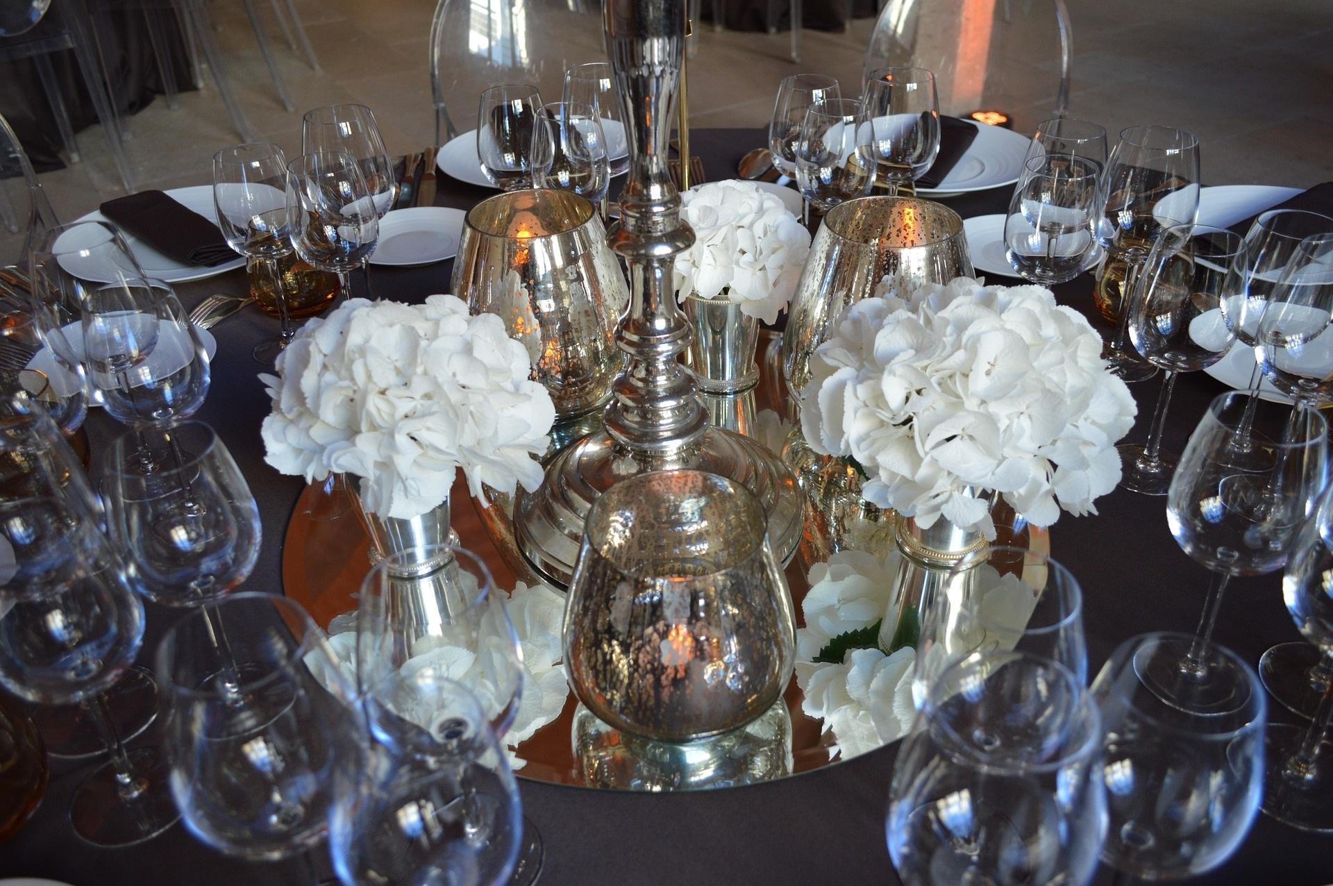 Glasplatten und pompöse Eleganz - Hochzeitstrends 2019