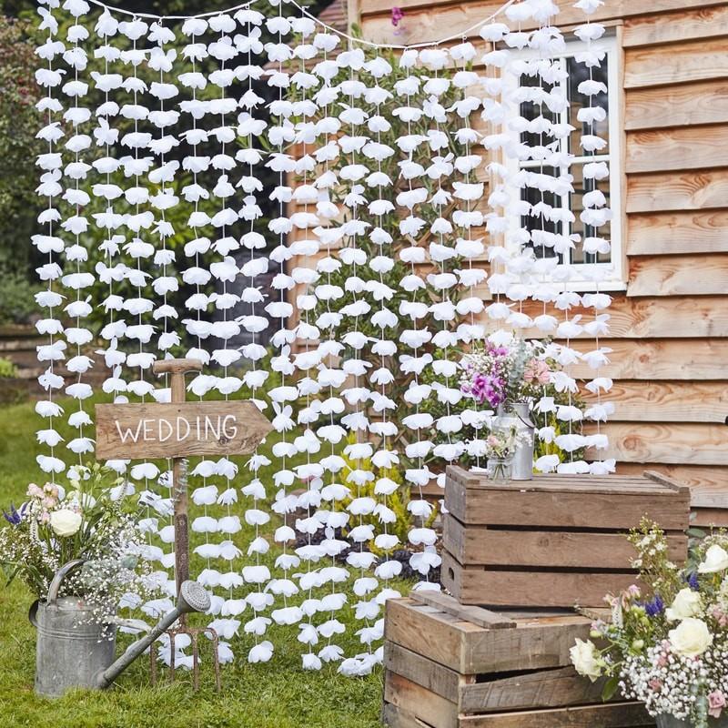 Vorhang als Deko bei der Hochzeit - Trends 2019