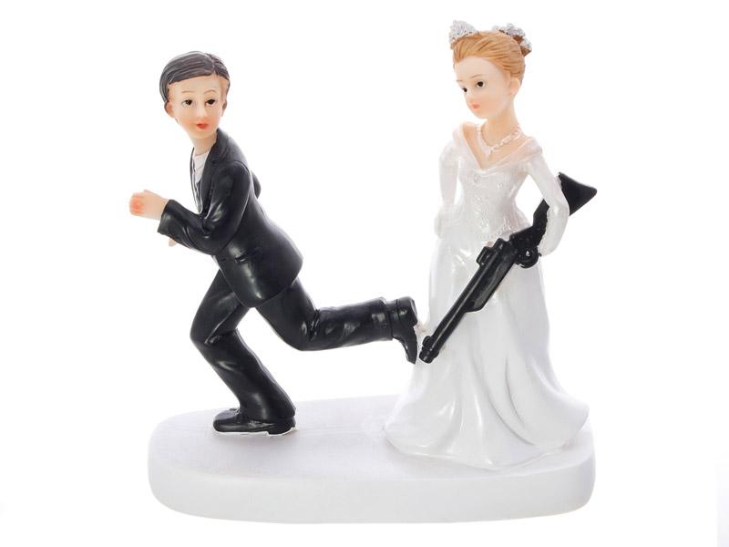 Braut mit Gewehr