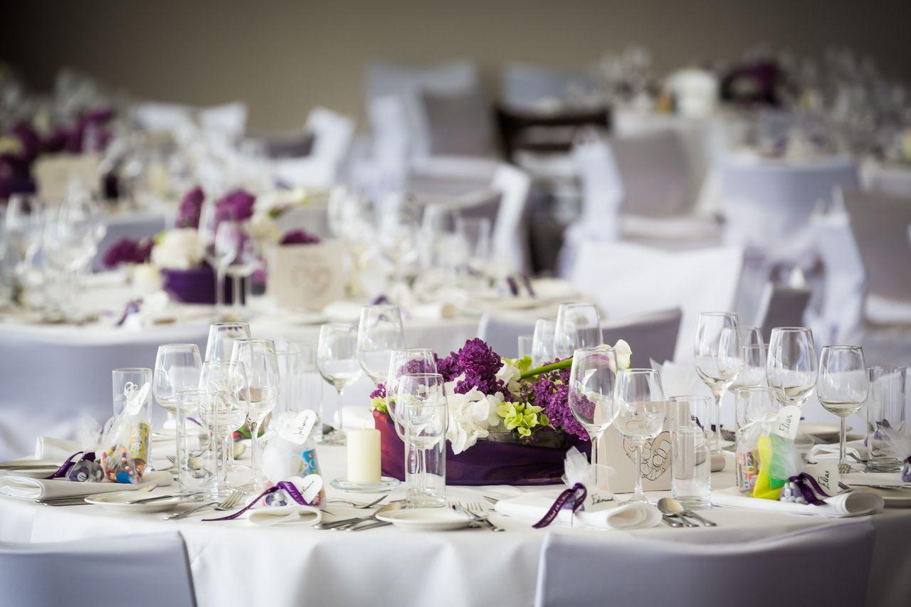 Gedeckte Hochzeitstafel - © Schlosshotel Eisenstrasse