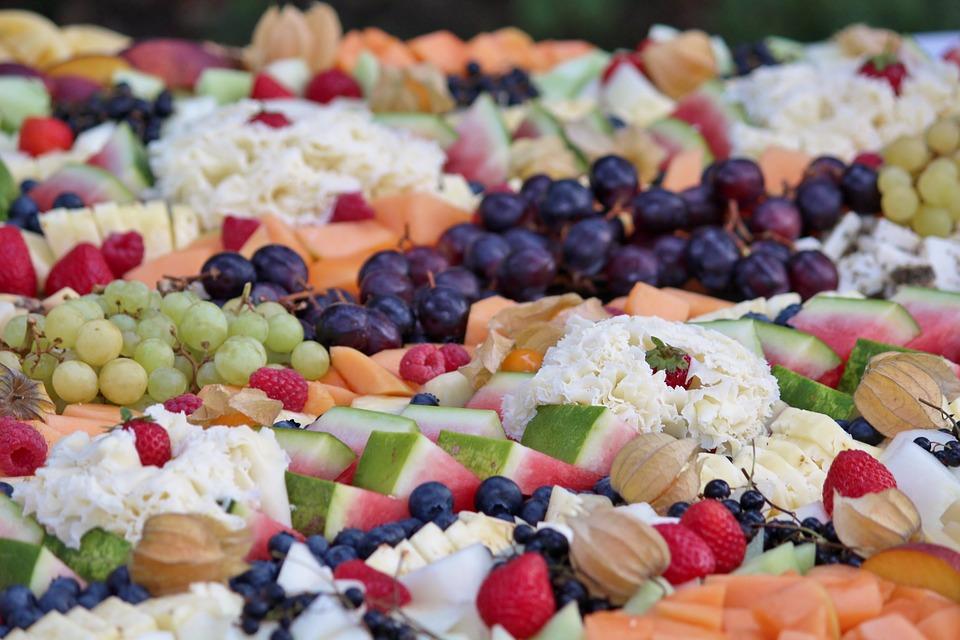 Tropische Früchte nach der Trauung