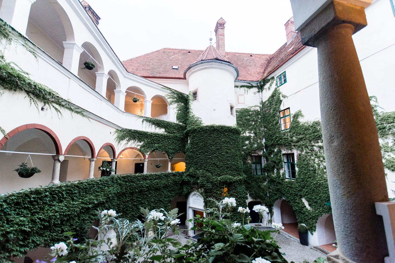 Innenhofromantik Schloss Ernegg - © Constatin Witt-Dörring