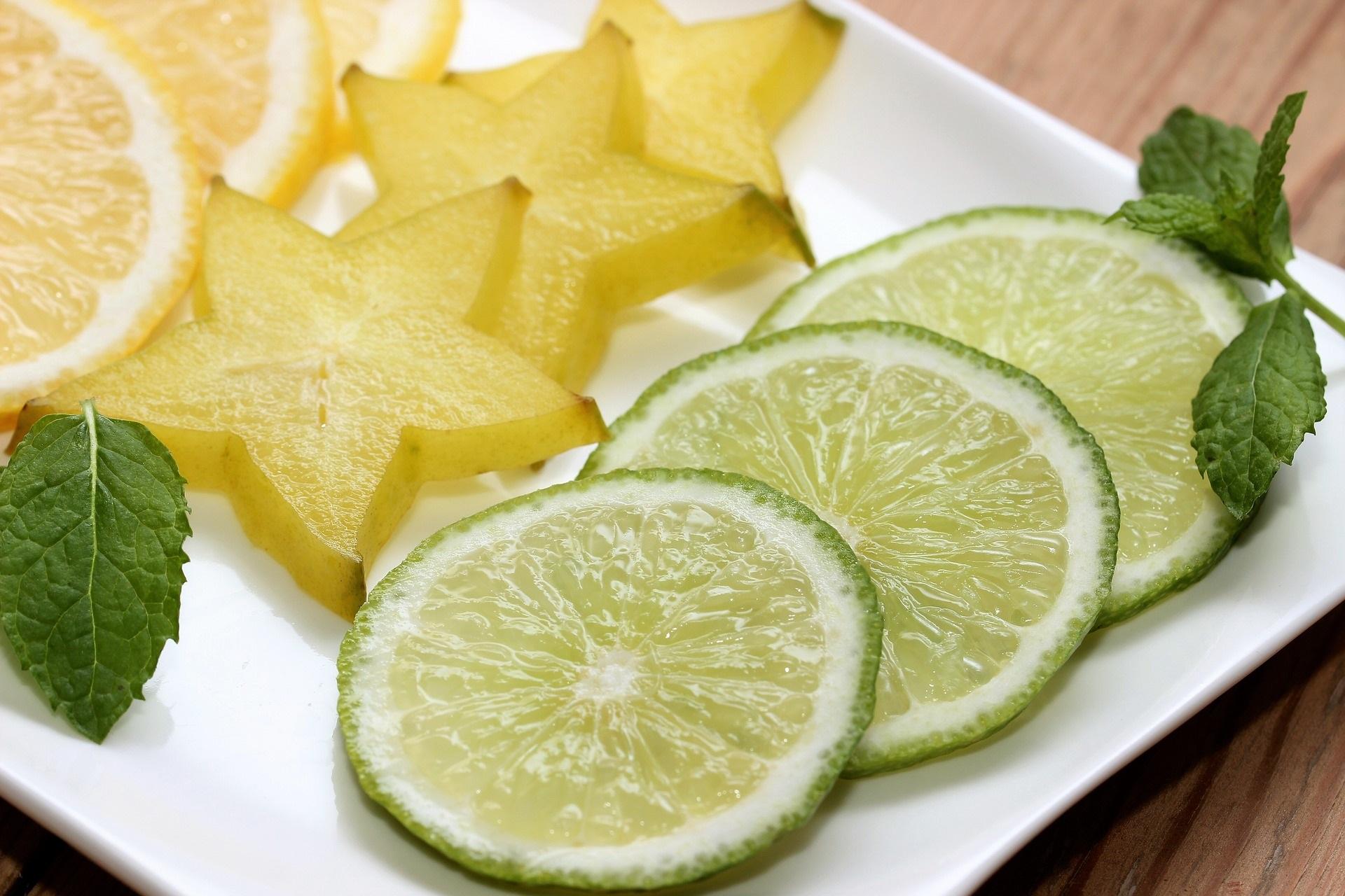 Limetten, Zitronen und Karambole (Sternfrucht)