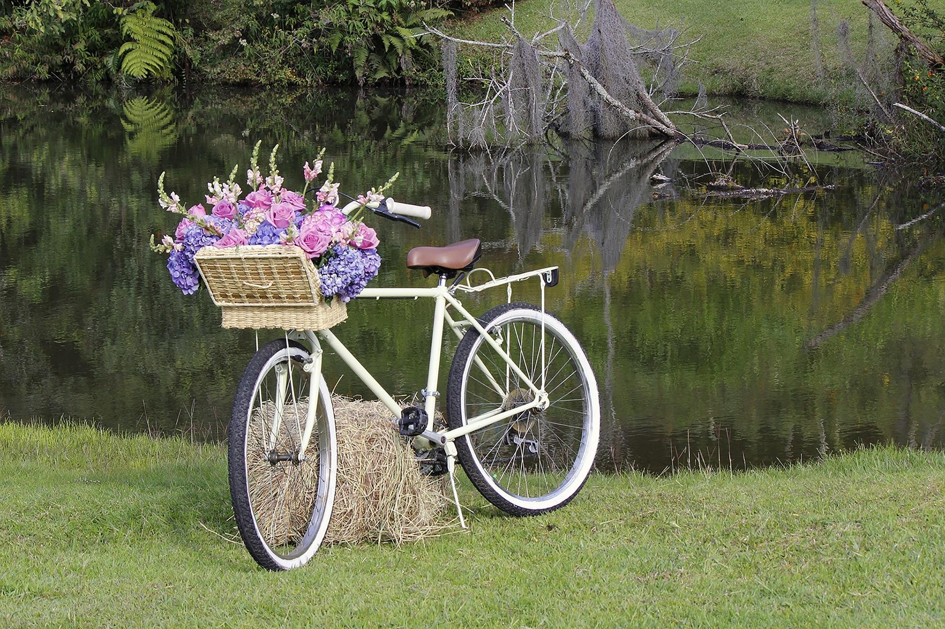 Vintagestil durch geschmückte, alte Fahrräder - Trends 2019