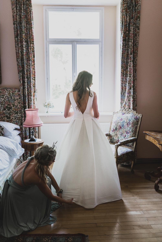 Herrichten der Braut im Schloss Ernegg