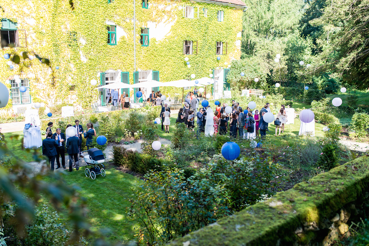 Agape und Trauung im Rosengarten - Schloss Ernegg