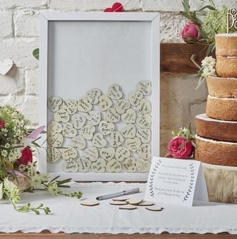 Hochzeits-Bilderrahmen mit Herz-Holzstücken
