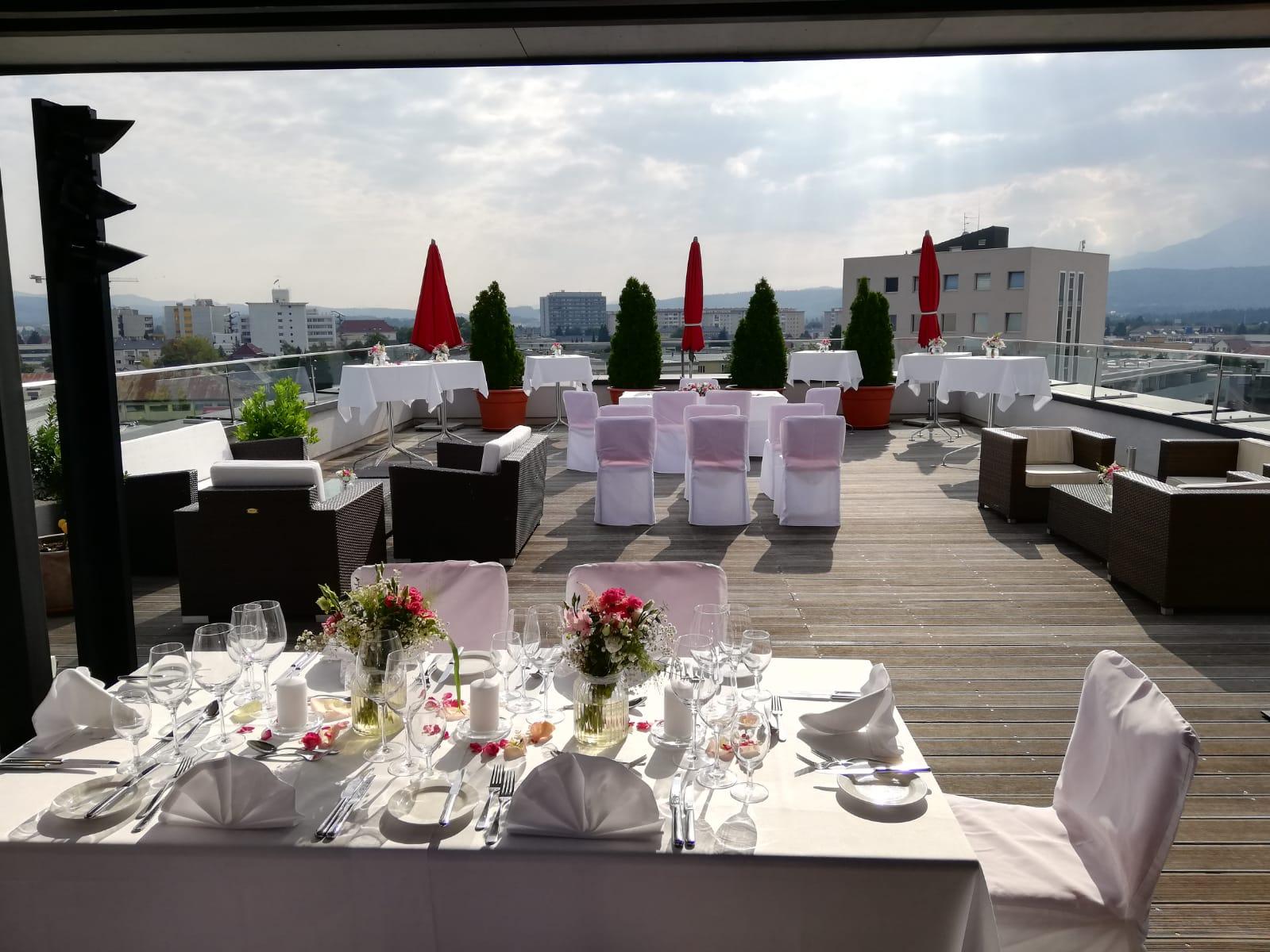 Hochzeit auf der Terrasse - © Holiday Inn & Congress Center Villach