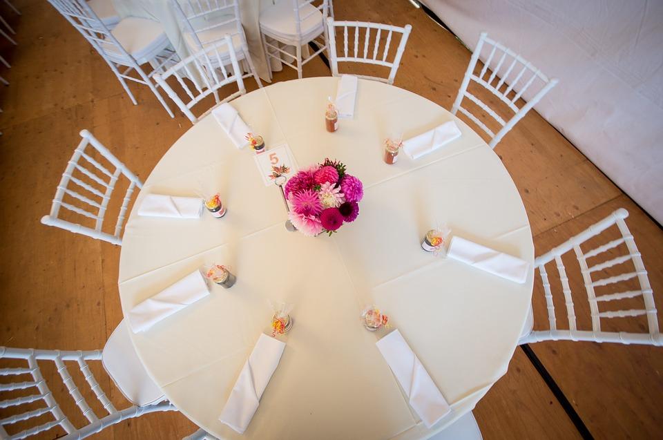 Hochzeitstafel mit Gastgeschenken