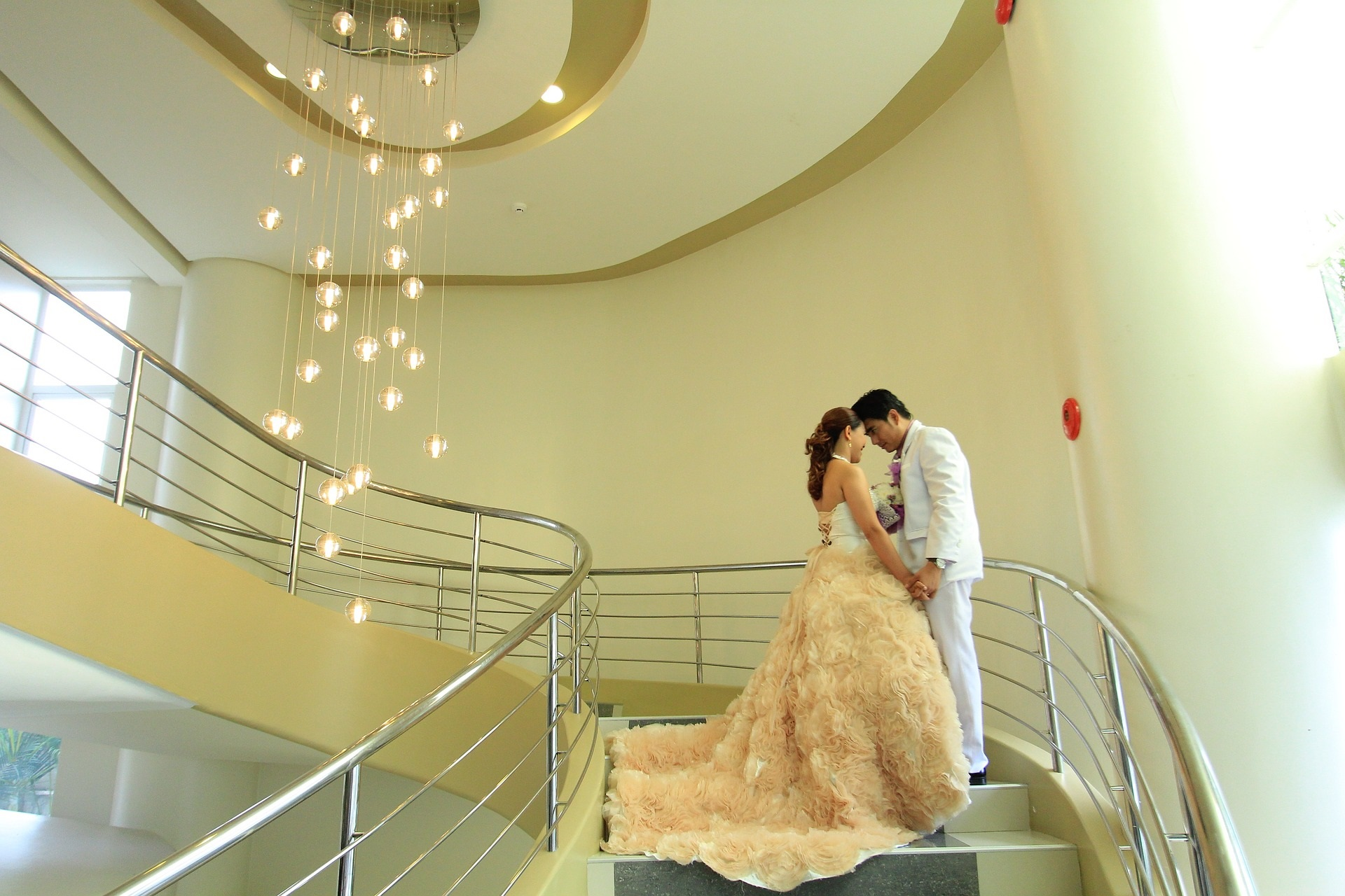 Vorhänge und Lichterdekorationen bei Hochzeiten - Trends 2019
