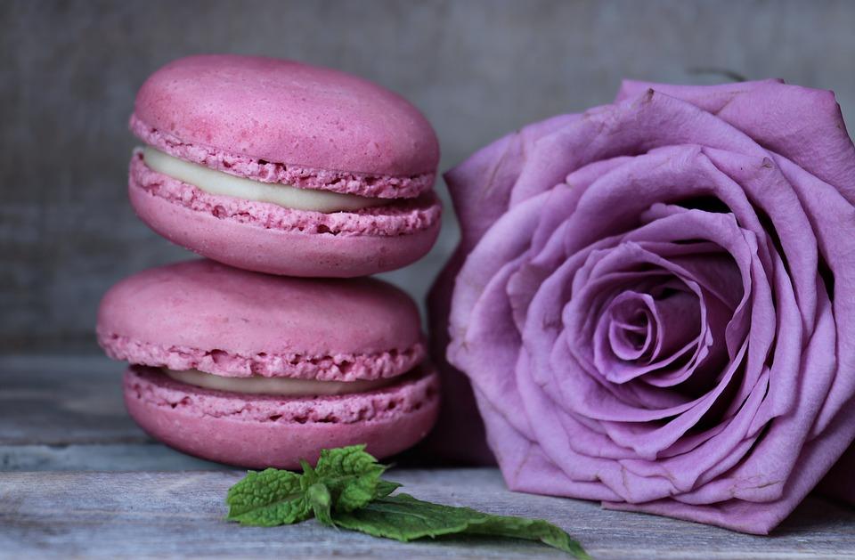 Macarons in Hochzeitsfarbe