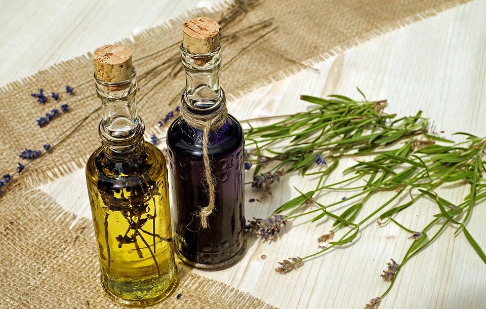 Essig und Öl als Gastgeschenke