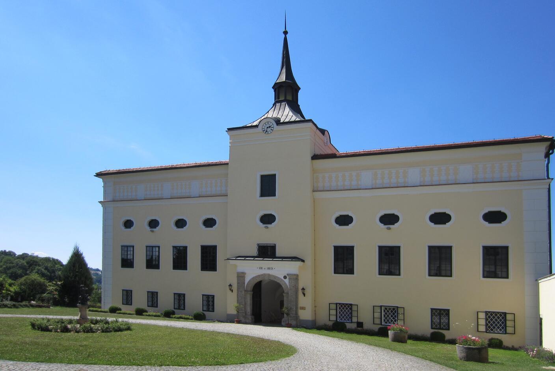 Schloss Kremsegg, Ansicht vorne