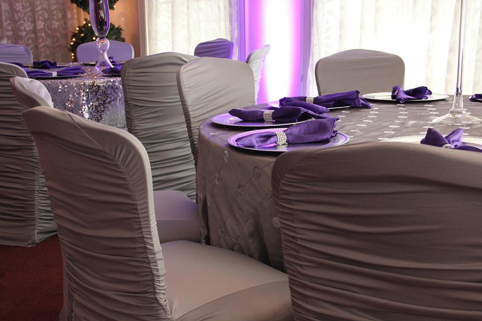 Edel und dezent: Ultra Violet mit Taupe