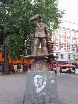 reeperbahnbummel-online.com - Hans Albers Denkmal am Hans-Albers-Platz Hamburg St. Pauli