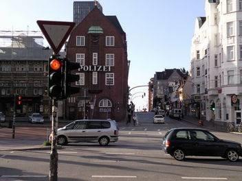 reeperbahnbummel-online.com - Blick auf die berühmte Davidwache Hamburg St. Pauli