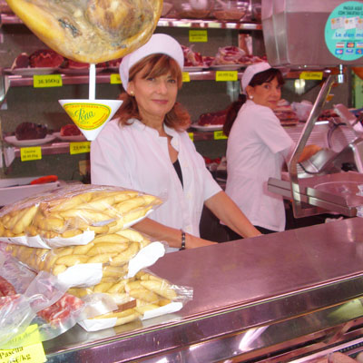Feine Serrano-Schrinken auf dem Ibiza-Markt