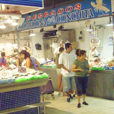 Frische Fische und Meeresfrüchte auf dem Markt