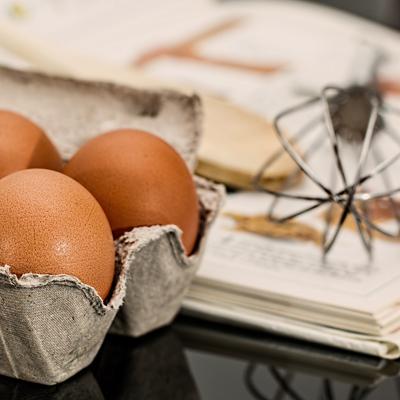 Ibiza 4 Eier kommen in den Flaó