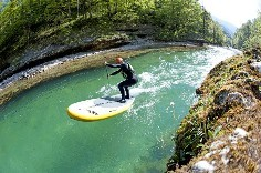 Naish SUP Mana Air Stand Up Paddling im Fluss