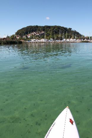 Blick vom Stand Up Paddle Board auf Erlach