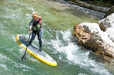 Naish Inflatable SUP Mana Air im Wildwasser