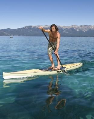 Stand Up Paddler unterwegs mit Touring SUP Board