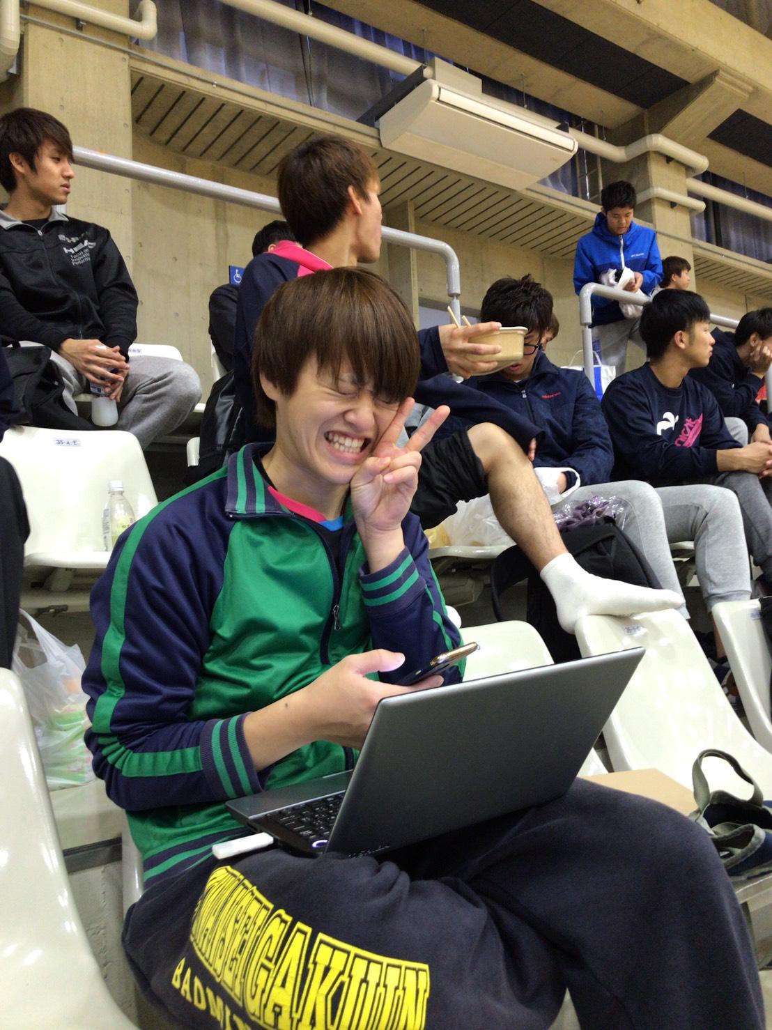 4回の豊田さん。試合会場で卒論