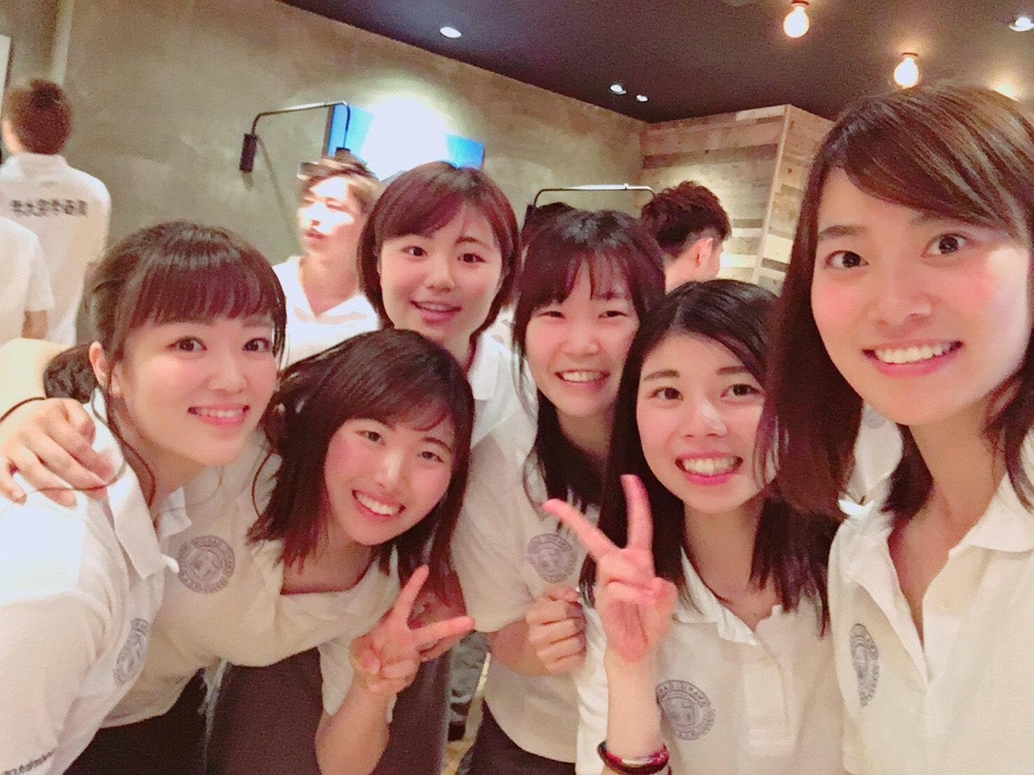 新歓での一枚。4回の岩崎さん、蘭さん、重信さんはじめ、おば…お姉さん集団