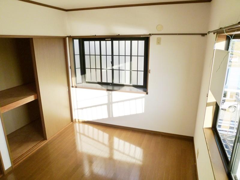 出窓付きの2階洋間6帖