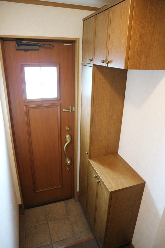 大きなげた箱付きの玄関
