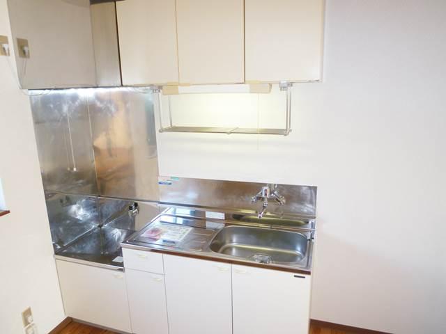 吊戸棚付きのキッチン