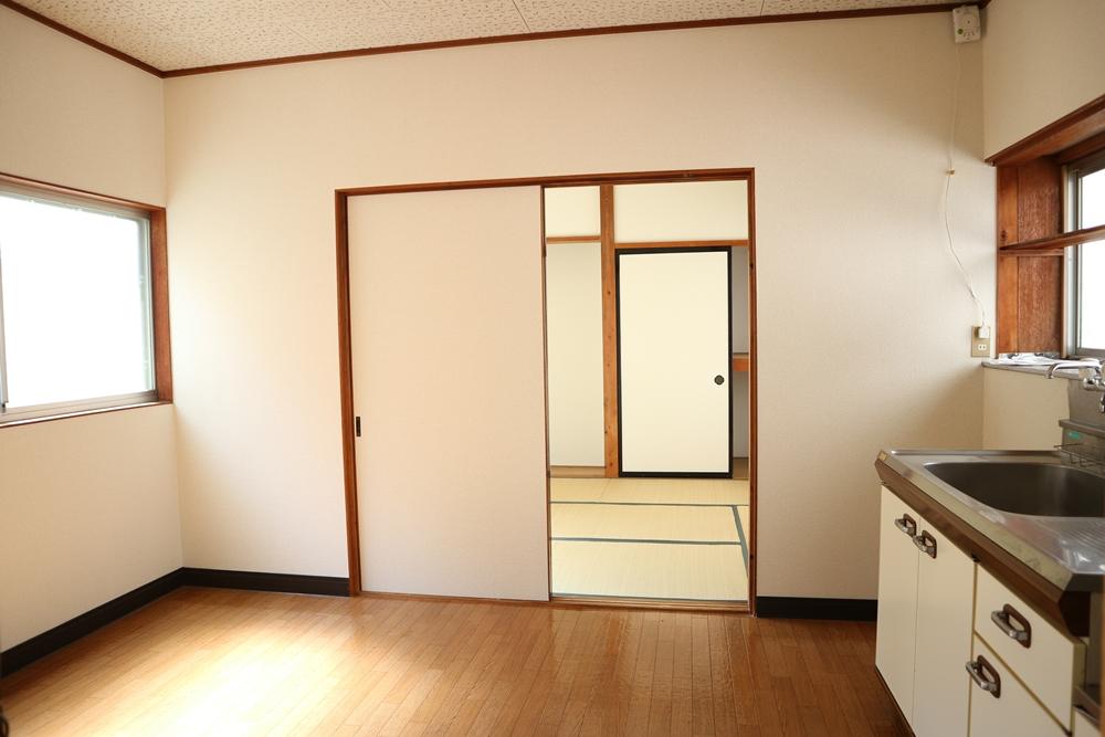 ダイニングキッチン6帖の横は和室6帖