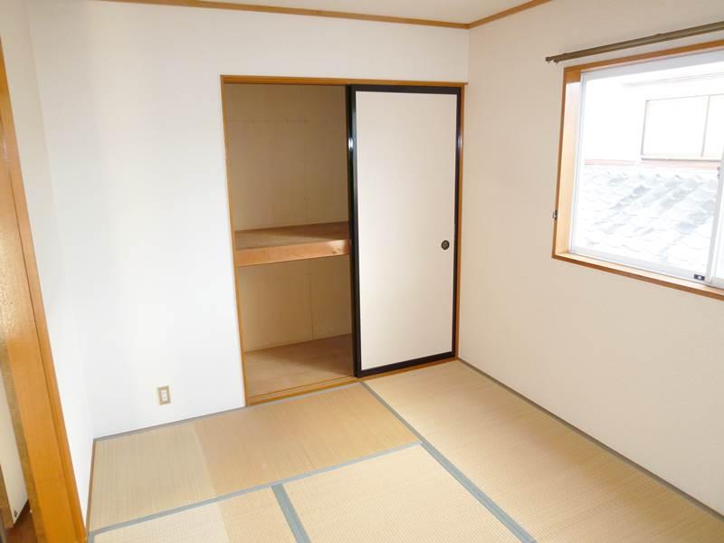 2階和室6帖、押し入れ付き