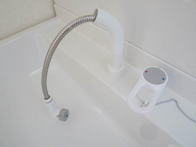 シャワー付き洗面台はホース付き