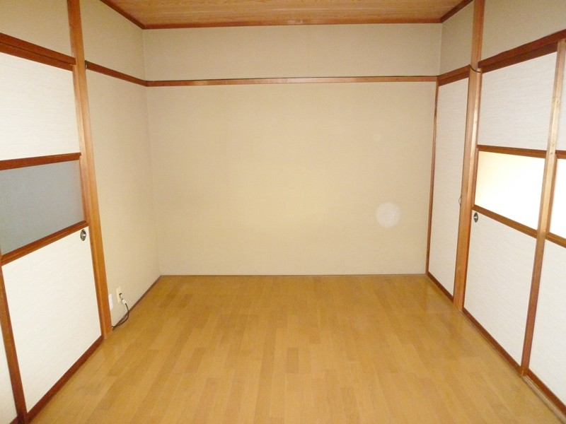 キッチン横の洋間6帖、独立部屋としての利用も可