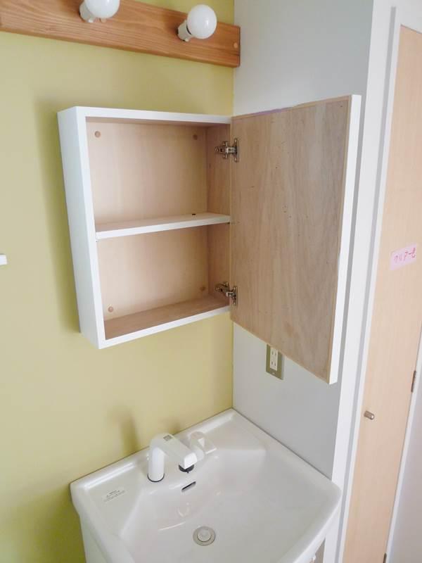 洗面台の鏡は収納付き