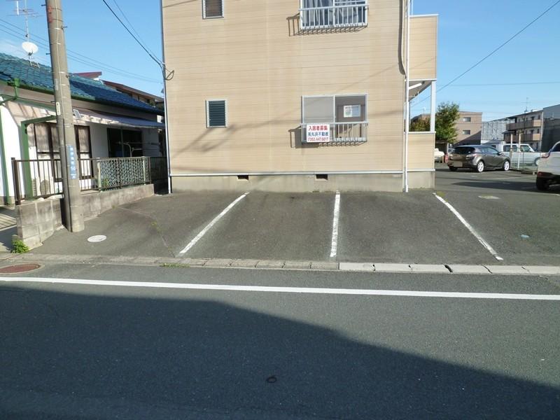 2台目駐車場は3台分ご用意しております(有料)