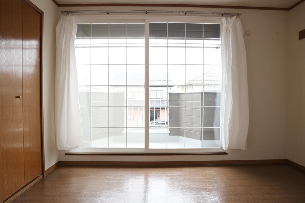大きな窓のある洋間6帖
