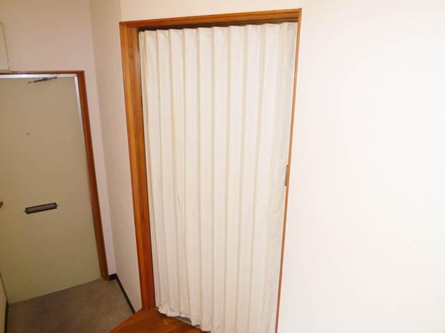 洗面脱衣の仕切りはアコーディオンカーテン