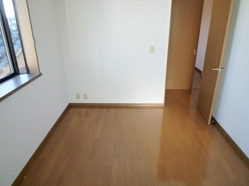 フローリング床の洋間6帖(北側)