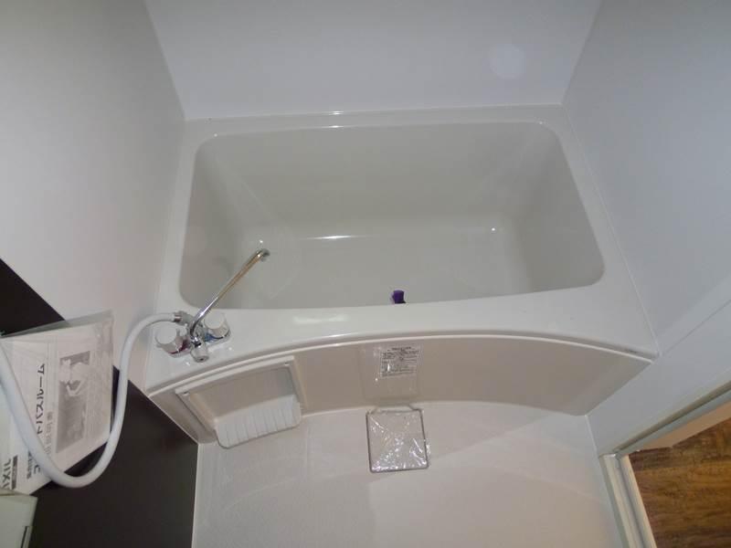バスルームには小窓も付いてます
