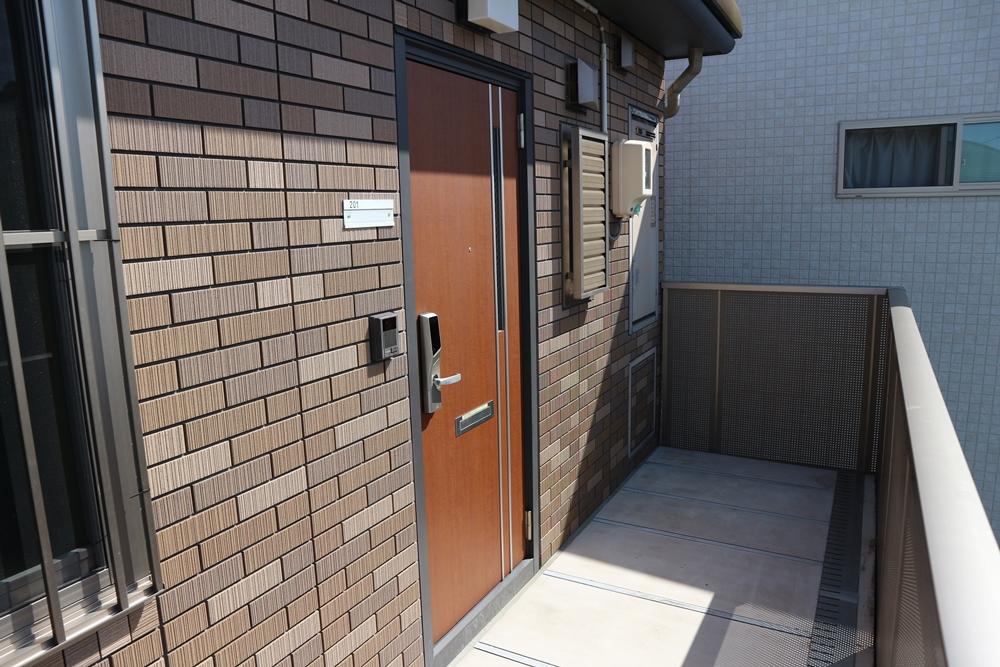玄関と廊下の様子