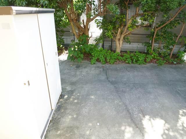 屋外物置と庭